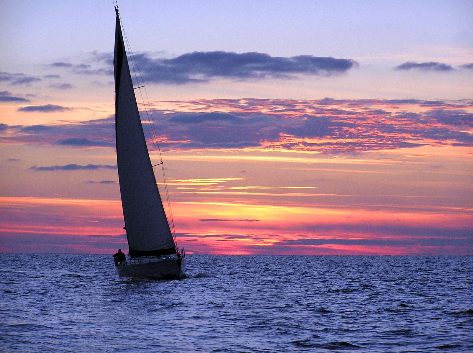 яхты на море картинки