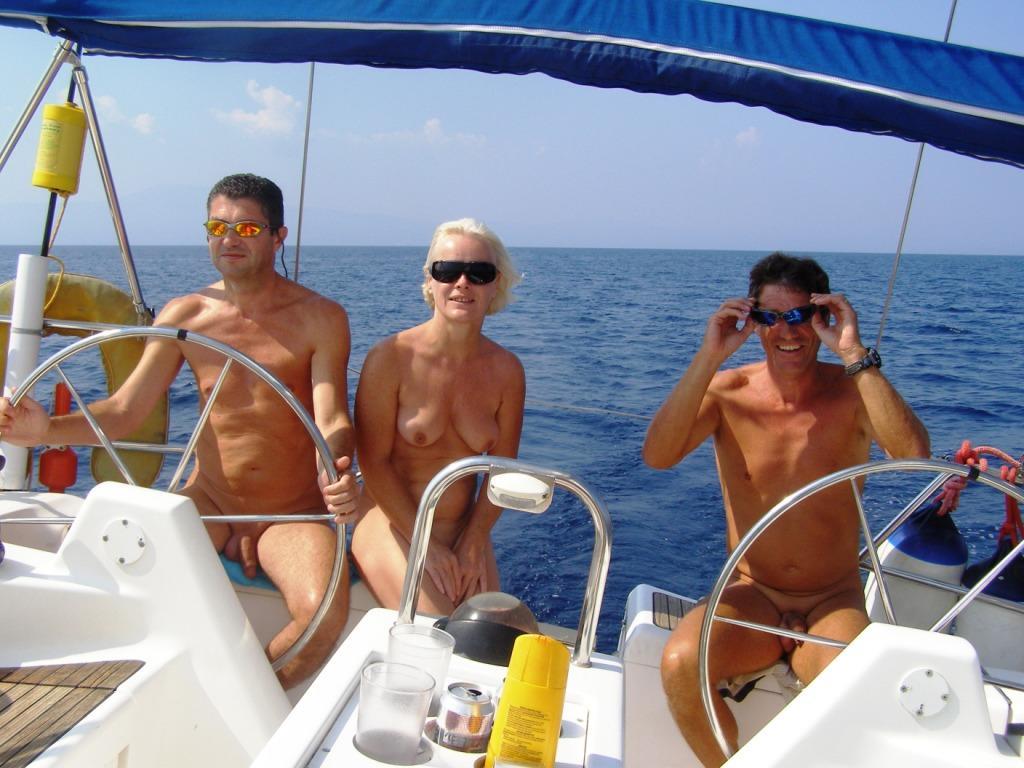 Секс на палубе яхты видеоролики деревенские
